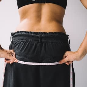women with flat tummy
